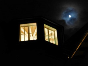 Mondschein_uebe_derTurmsuite_im_Kunsthaus_Ruhrstr.3_Muelheim_Foto_by_Ivo_Franz