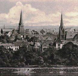 Stadtansicht_Muelheim_Bildmitte_Nedelmannhaus_Ruhrstr.3_mit_Turmspitze