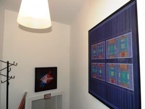 Katharina_Joos_in_der_Galerie-an-der-Ruhr_Arbeiten_von_Salvatore_Filia_Foto_Ivo_Franz