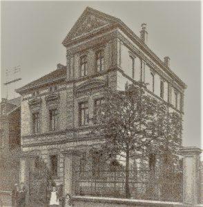 hier-wohnte-von-1895-1899-carl-nedelmann-rechts-neben-dem-tor-seine-kinder-henny-und-otto-bevor-er-die-villa-an-der-delle-nr-54-baute-und-bezog