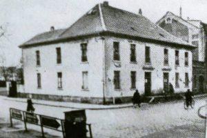 Eckhaus Ruhrstr.1 / Ecke Delle um 1900. Rechts daneben freistehend das Haus Ruhrstr. 3, heute RUHR GALERIE MÜLHEIM