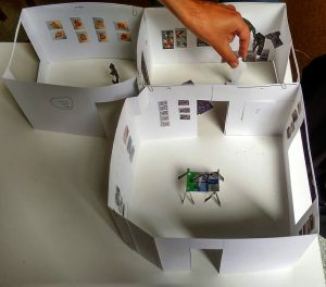 Ausstellungsvorbereitung am Modell