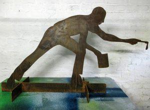 """Skulptur von Klaus Wiesel """"Frozen Action"""", Stahl"""