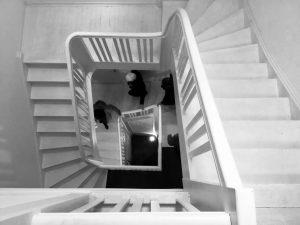 Das Treppenhaus mit Jugendstilelementen wurde einst von einem raumgroßen Dachfenster belichtet und hatte seitliche Fenster zu den Lagerräumen im Erdgeschoss und zur Ruhrseite