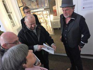 Martin Sieverding (rechts) stellt seine aktuelle Werkreihe vor