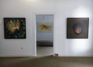 """Accrochage des """"Mülheimer Künstlerbund"""" Arbeiten von Hans Arts (vorne) und Manfred Dahmen (hinten) - noch bis 19. Januar 2019 in der Ruhrstraße 3 - #MHRuhr"""
